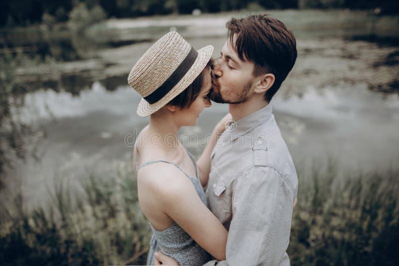 Dating hipster charm av borgenärsmöte